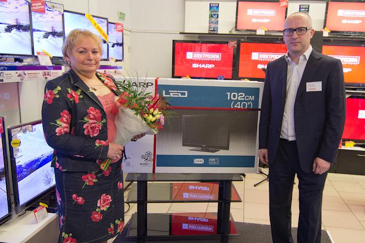 Пенсионерке из Барановичей, написавшей письмо директору Sharp, подарили телевизор этой марки