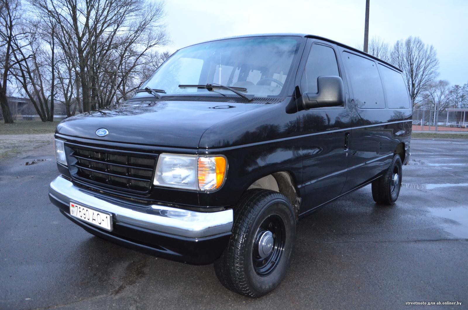 Ford Econoline E350 club wagon