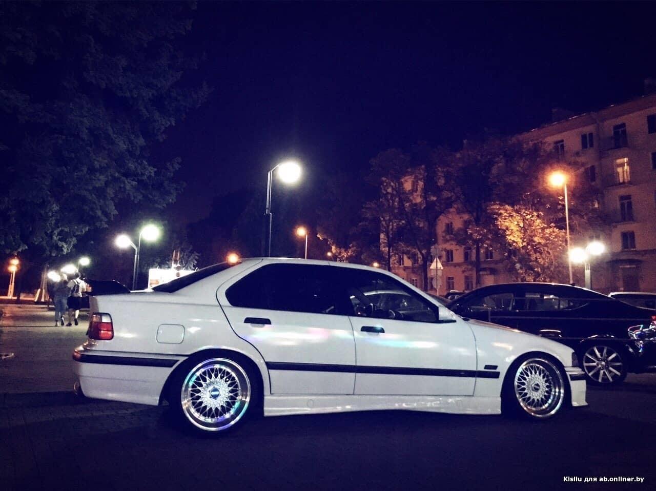 BMW 323 323
