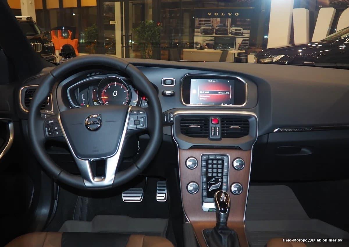 Volvo V40 Summum T3 Drive-E 152 л.с.