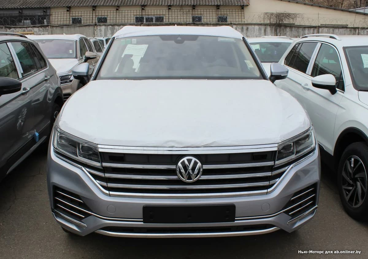 Volkswagen Touareg Status 3.0 TDI 249 8АТ
