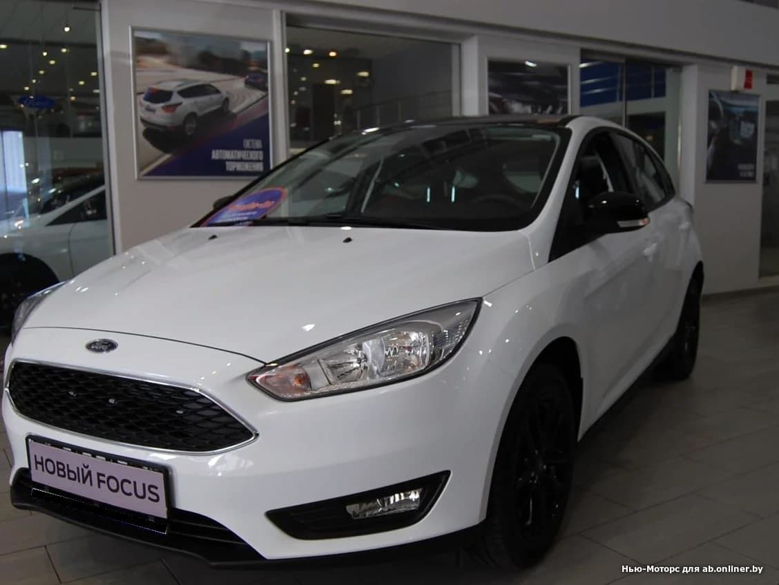 Ford Focus WHITE and BLACK 1.6 л 5МКП