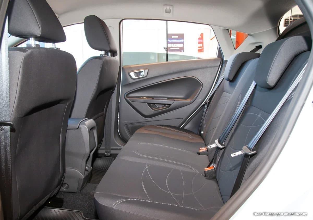 Ford Fiesta White and Black 1.6 л 5MКП
