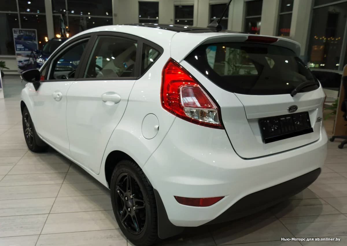 Ford Fiesta White and Black 1.6 л 6AКП