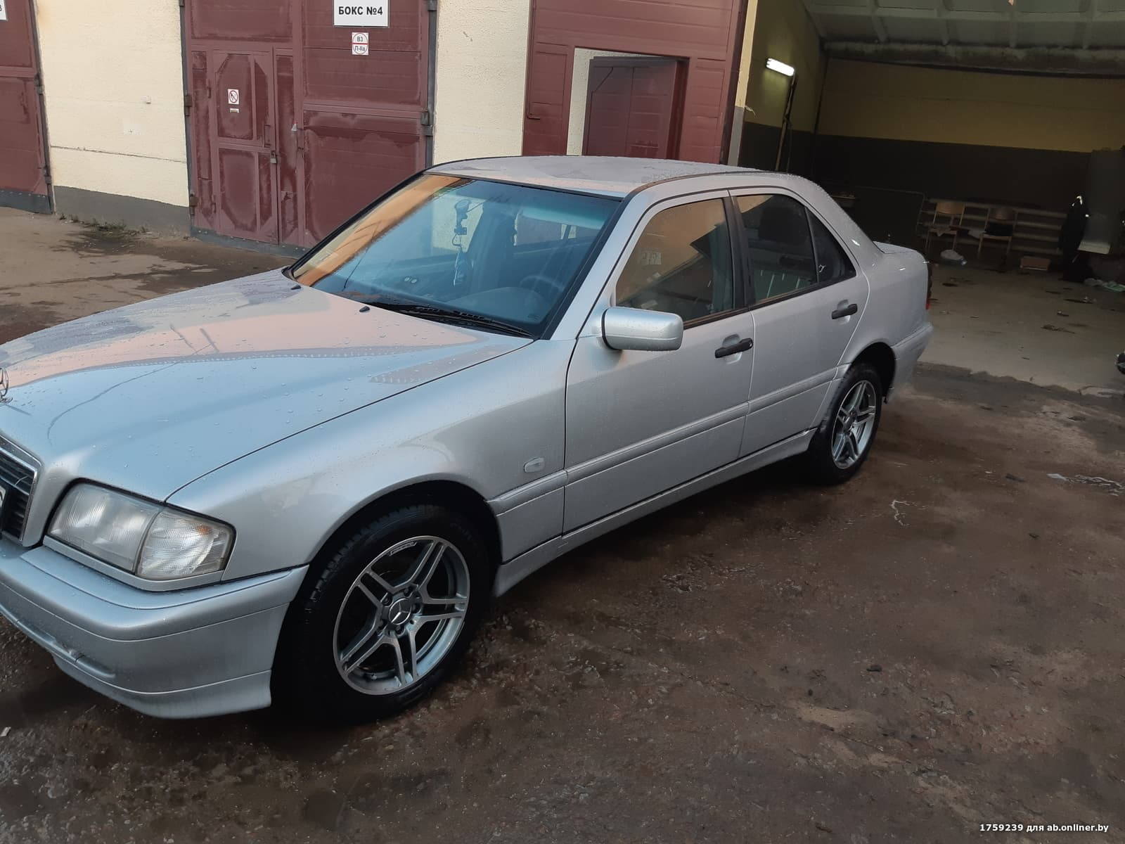 Mercedes-Benz C200 W202