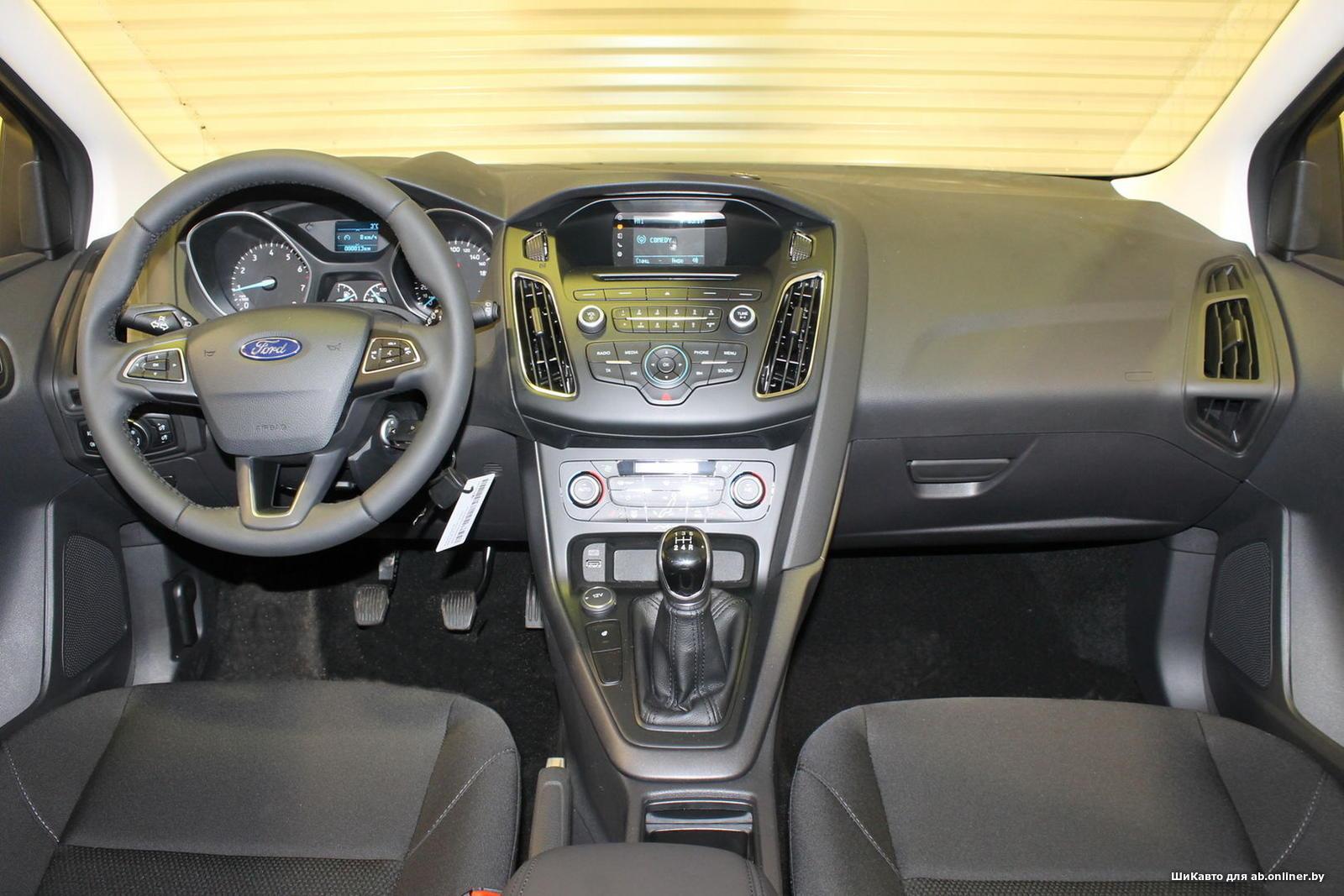 Ford Focus WHITE&BLACK MT Hatchback