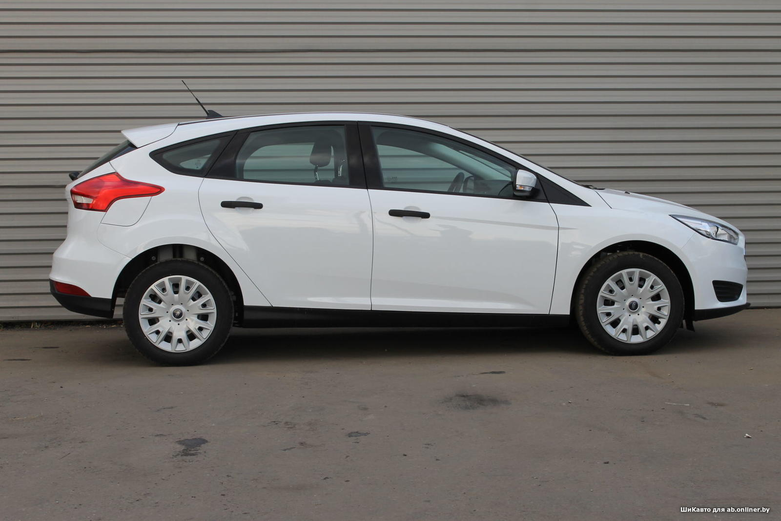 Ford Focus AMBIENTE MT Hatchback