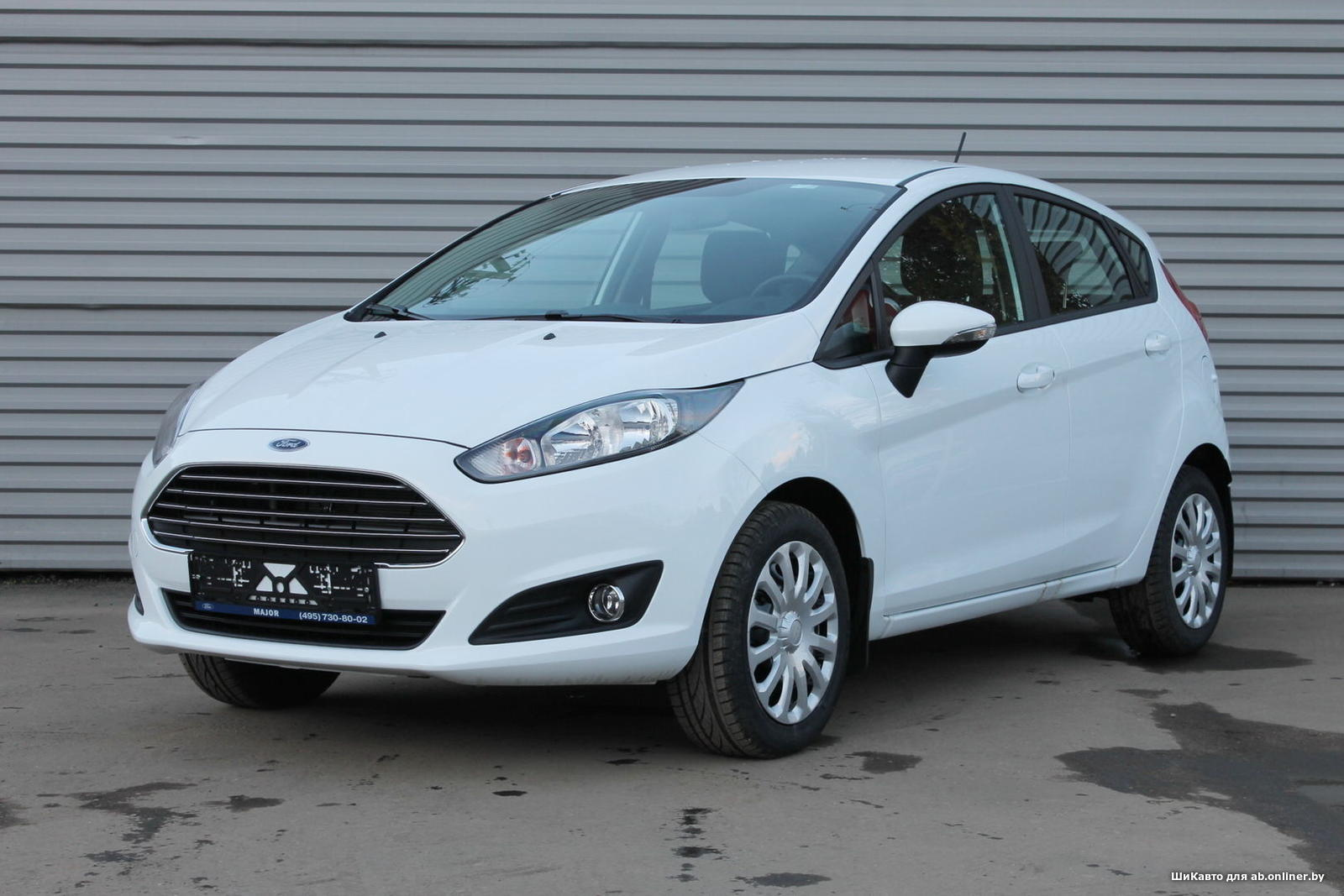 Ford Fiesta WHITE&BLACK AT HATCHBACK