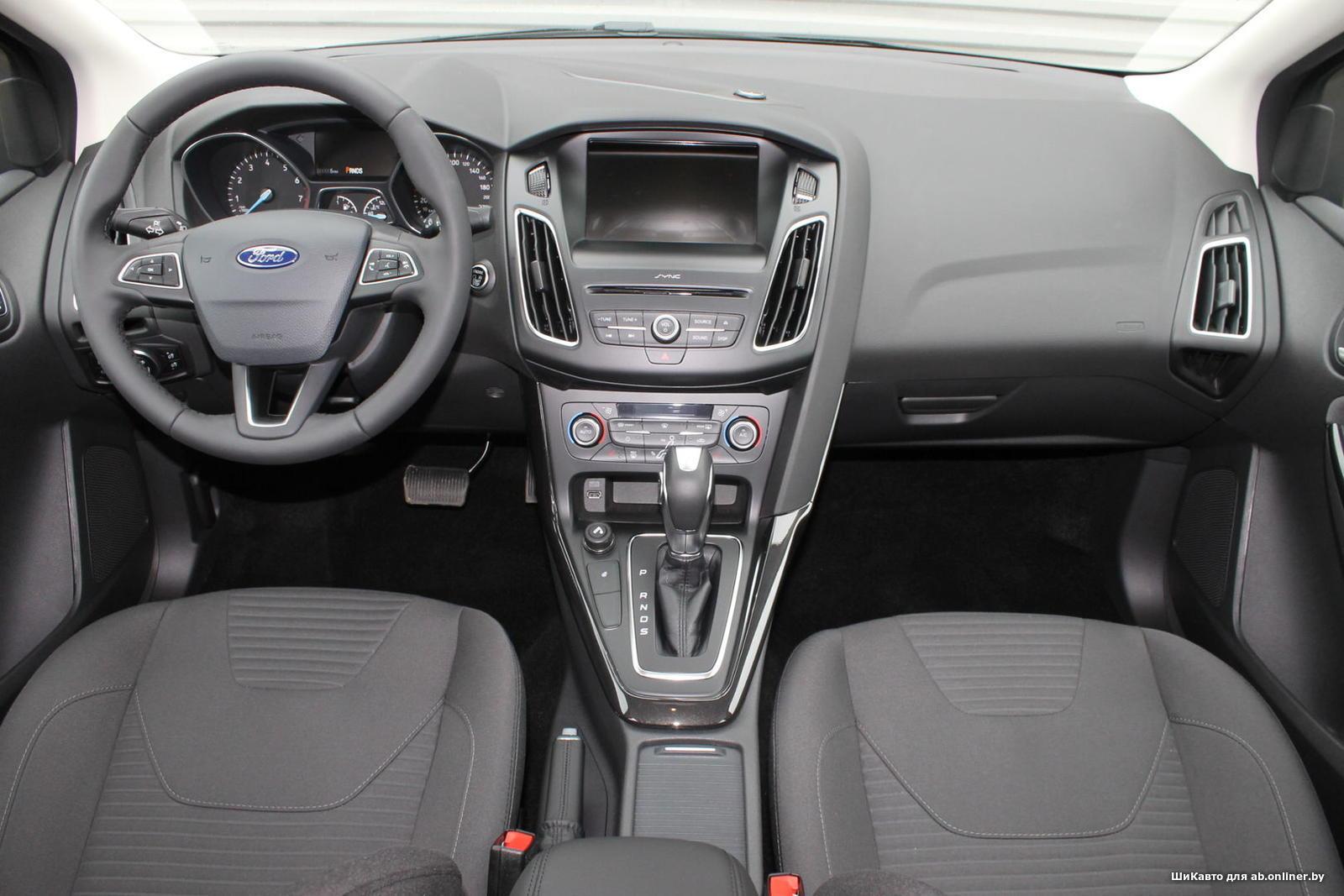 Ford Focus TITANIUM SEDAN AT