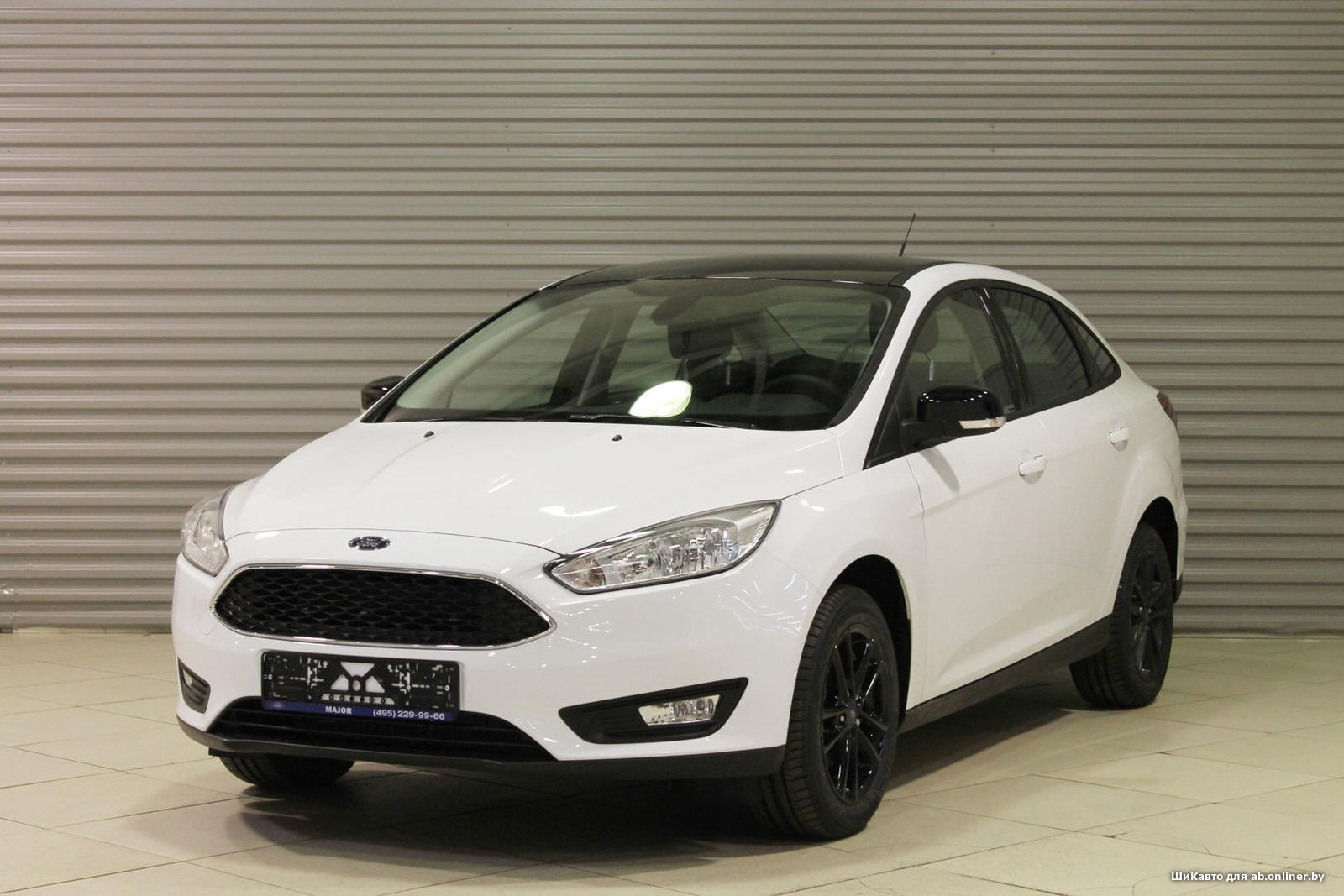 Ford Focus WHITE&BLACK SEDAN AT
