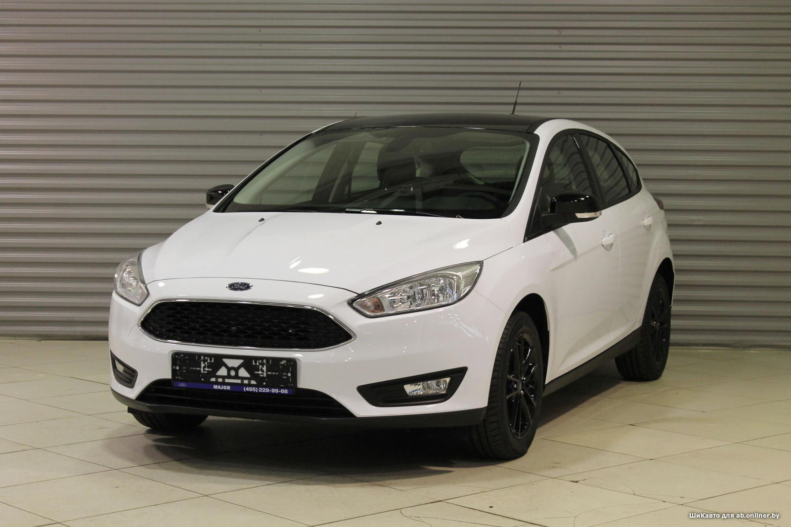 Ford Focus WHITE&BLACK AT HATCHBACK