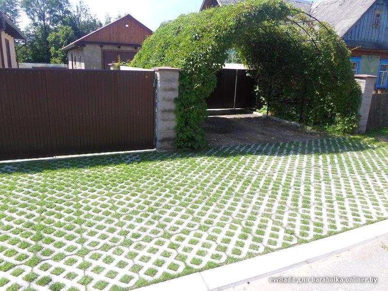 Разновидности тротуарной плитки с дырками под траву