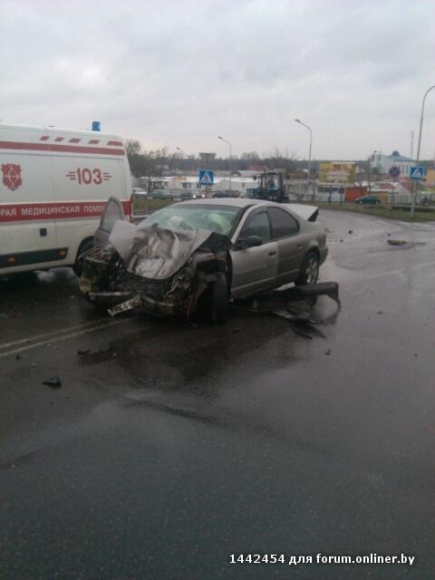 В Пинске автобус МАЗ вытолкнул Plymouth под колеса лесовоза