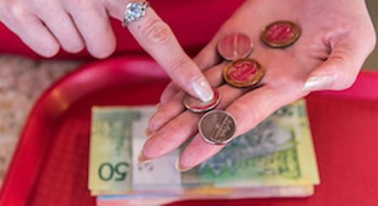 Форумчанин: в маленьких зарплатах виноваты люди, готовые работать «за поесть»