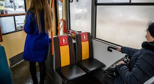 Уступать место в общественном транспорте или нет?