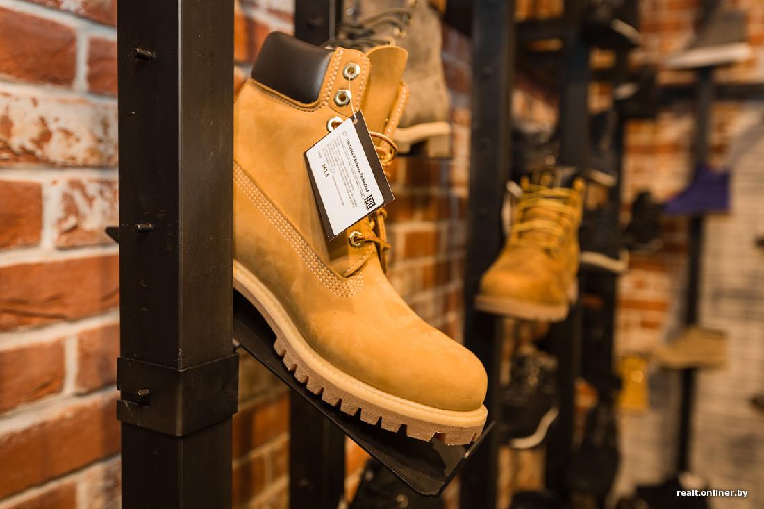 8eac373f Всего в небольшом бутике общей площадью 90 квадратных метров представлено  около двухсот наименований товаров. Основная часть ассортимента — мужская  одежда и ...
