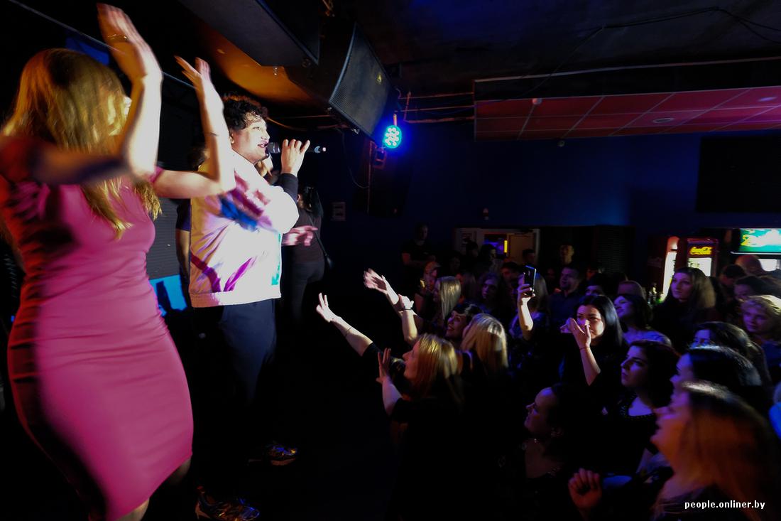 Продажные девки в клубе