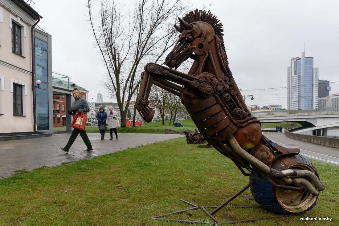 Festival de paysages à Minsk sculptures et installations en plein air