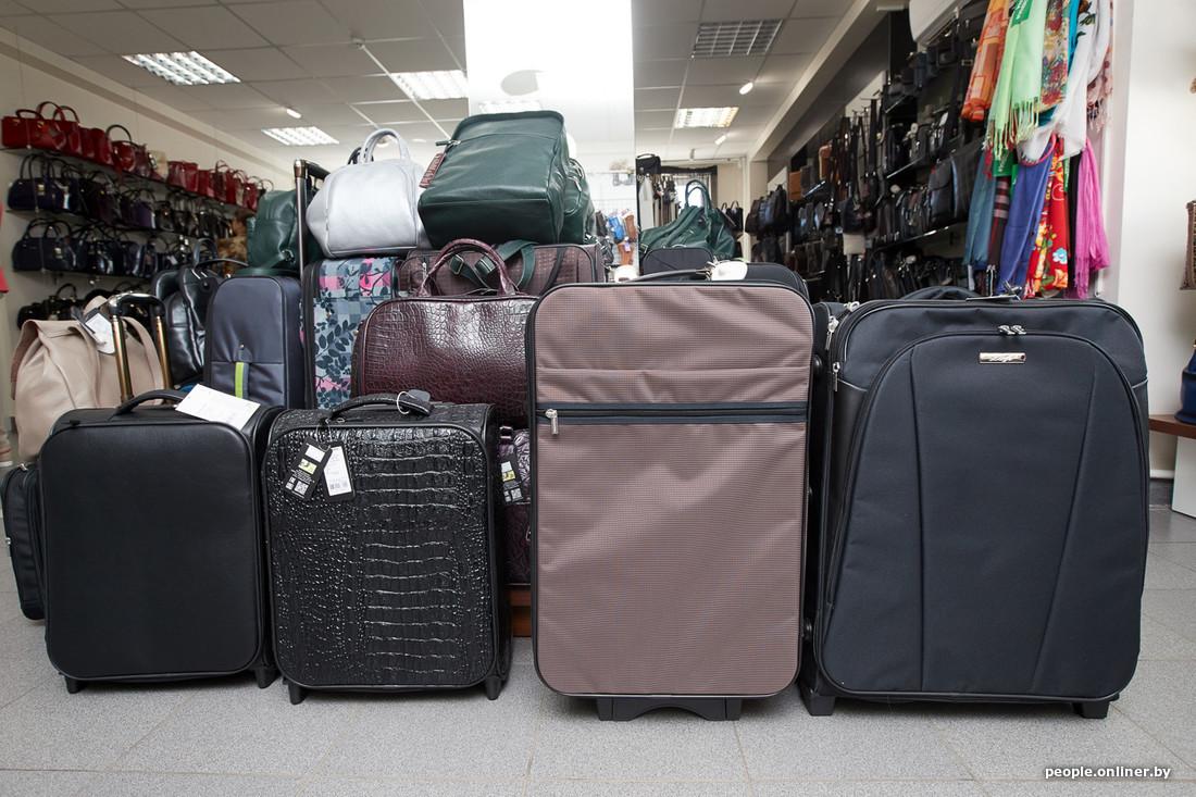 Опасения покупателей понятны  колесики в недорогих чемоданах выходят из  строя чаще всего. Потому что привезти хочется побольше. А если хрупкого  механизма не ... 99fa576701d