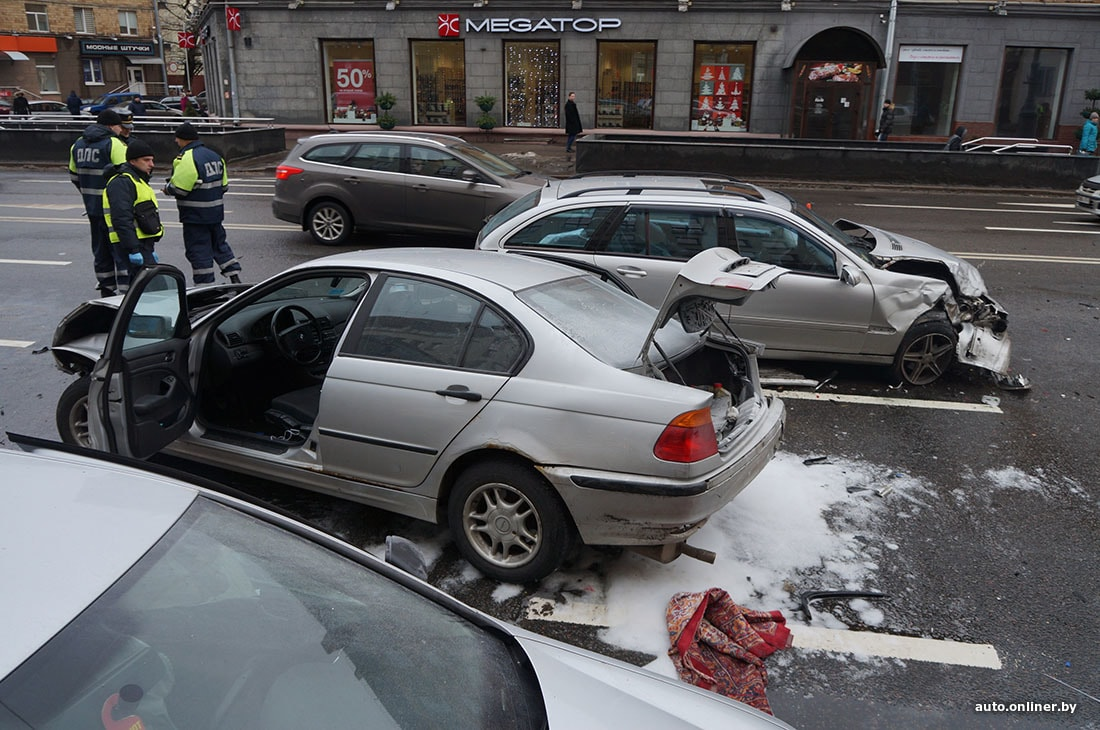 Появилось видео аварии в Минске: три пассажирки BMW госпитализированы в тяжелом состоянии