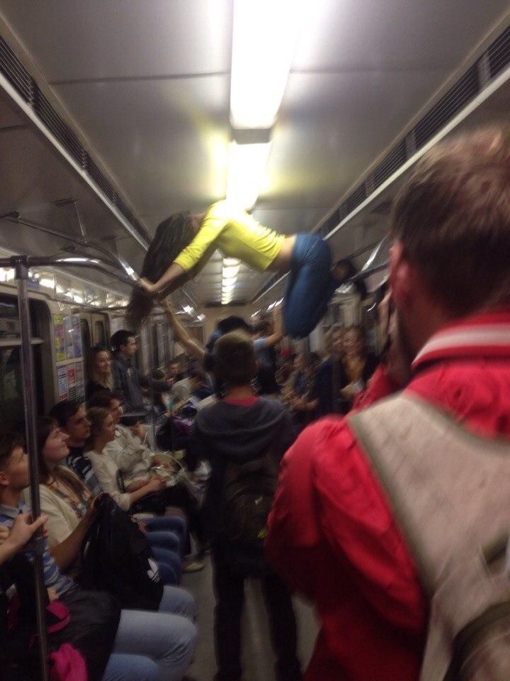 Всунул в метро