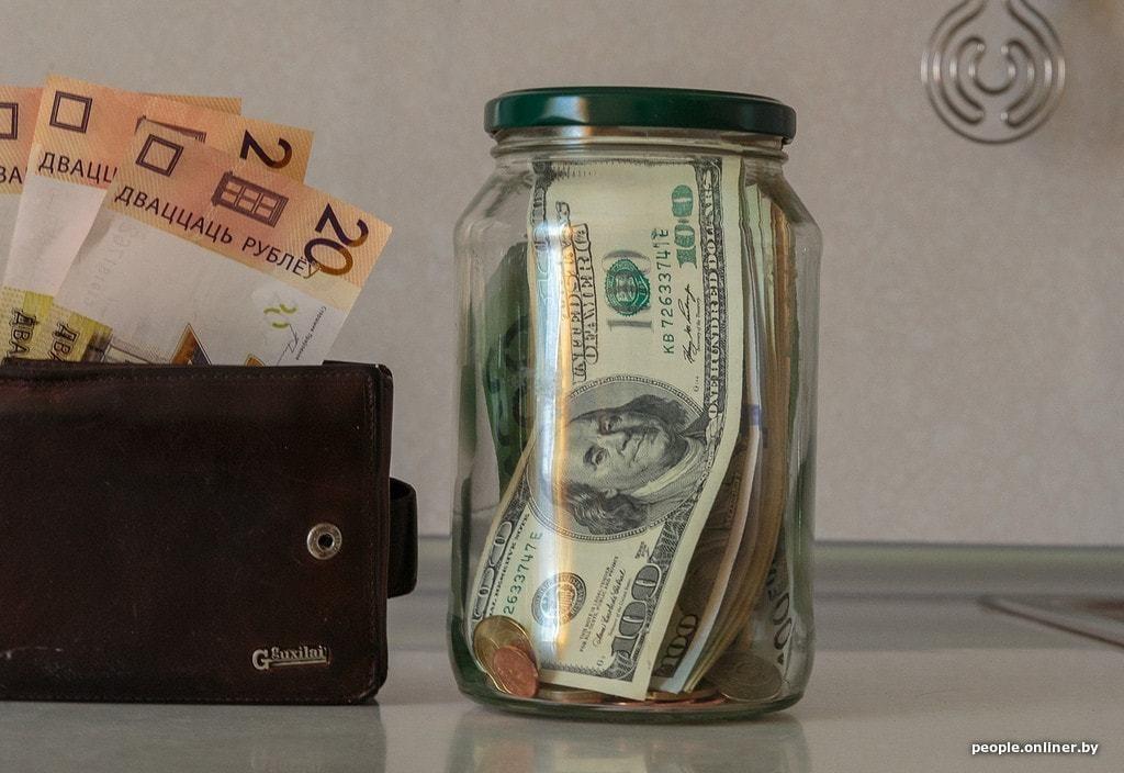 Доллару осталось чуть-чуть, чтобы побить исторический рекорд. Что происходит?