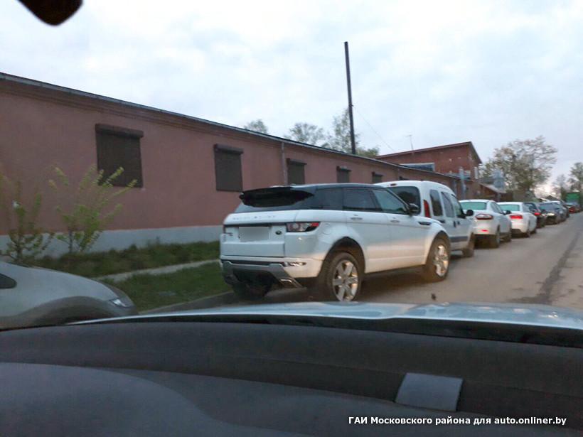 Мужик в машине а рядом парень с бубликами фото 653-659