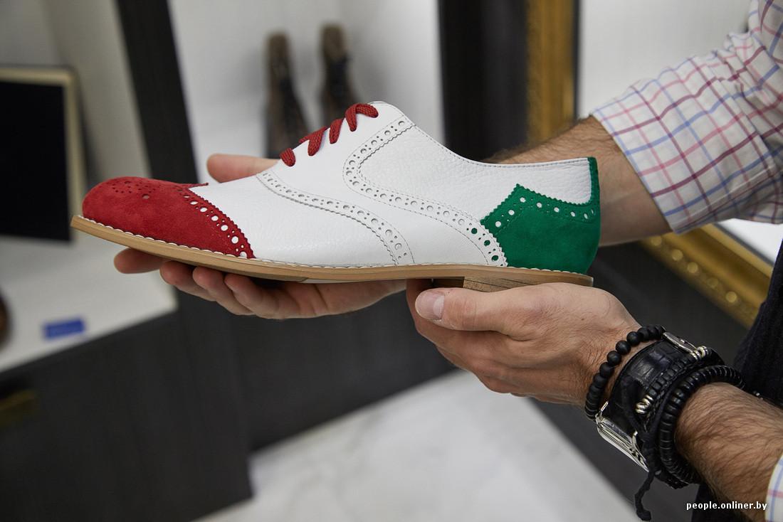 Ботинки дерби продолжают линейку классики по нисходящей от строгости к  кэжуалу. Их главная особенность — в открытой шнуровке. 63f838ebbb9