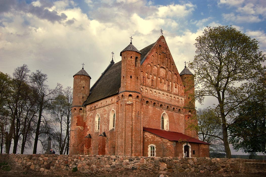 Curiosités biélorusses Eglise-forteresse de 500 ans à Synkavichy