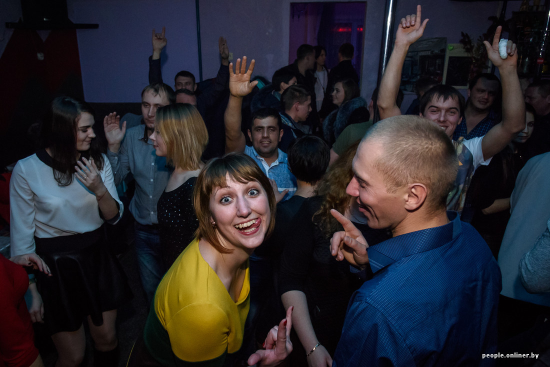 Видео как пацаны с бежали с дома в клуб
