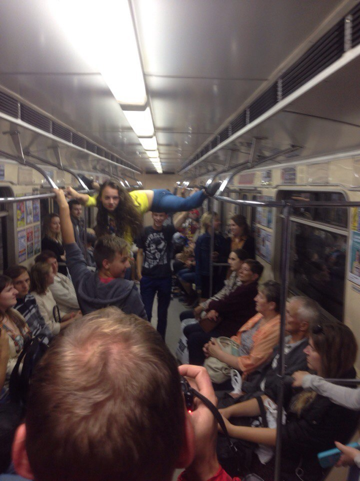 Секс в переполненном вагоне метро поздно ночью фото 662-120