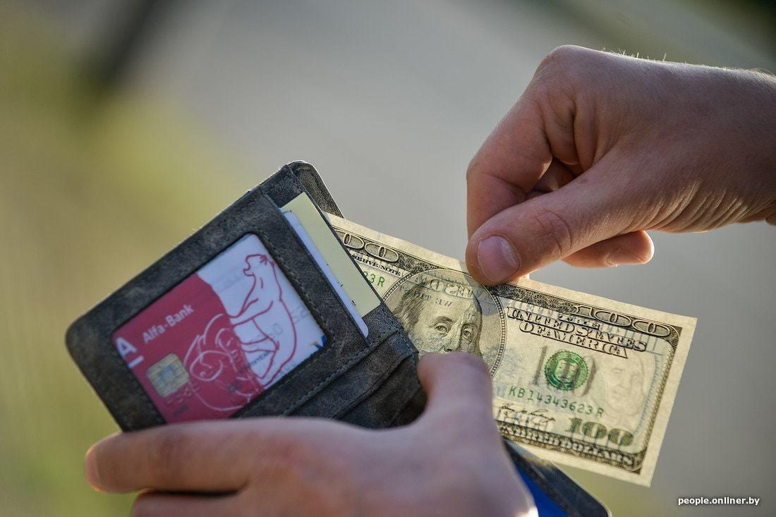"""Картинки по запросу """"Курсы валют: доллар начал торги с падения, но потом снова обновил рекорд"""""""