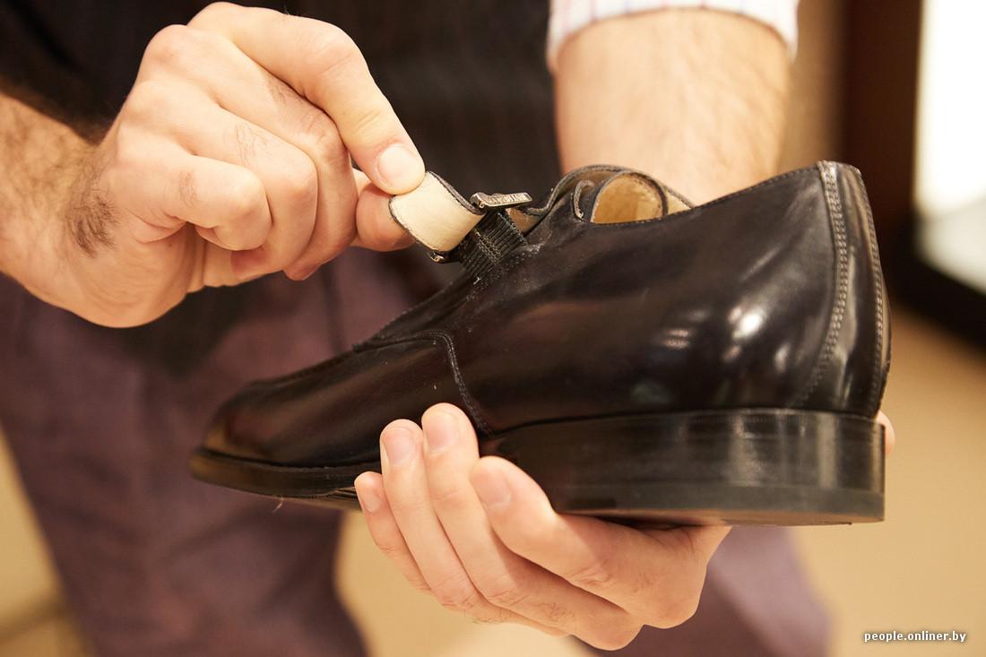 cfbdad74c Тема удобства классической обуви всегда стояла остро. Например, туфли для  вельмож сперва отдавались прислуге — разносить, — рассказывает Дмитрий. ...