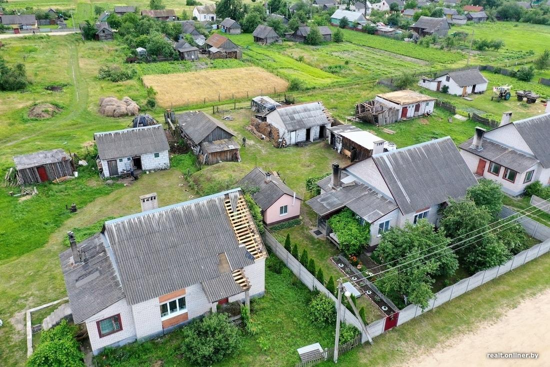 Собаку так и не нашли. Фоторепортаж из деревни Масевичи, которую «разнесло» сильным ветром
