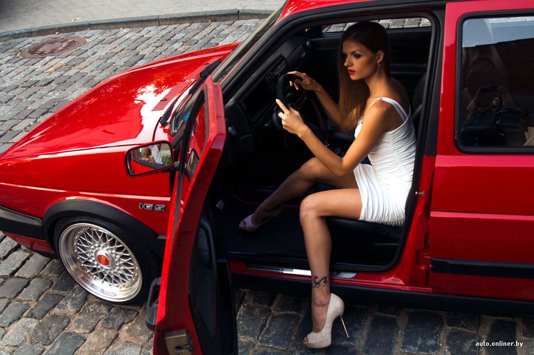 Телка на секс машине на колесах порно