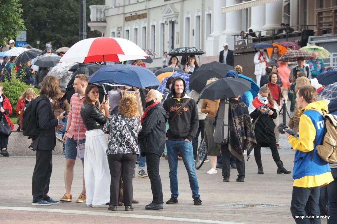 савельева переживает что происходит на площадях казахстана фото люди