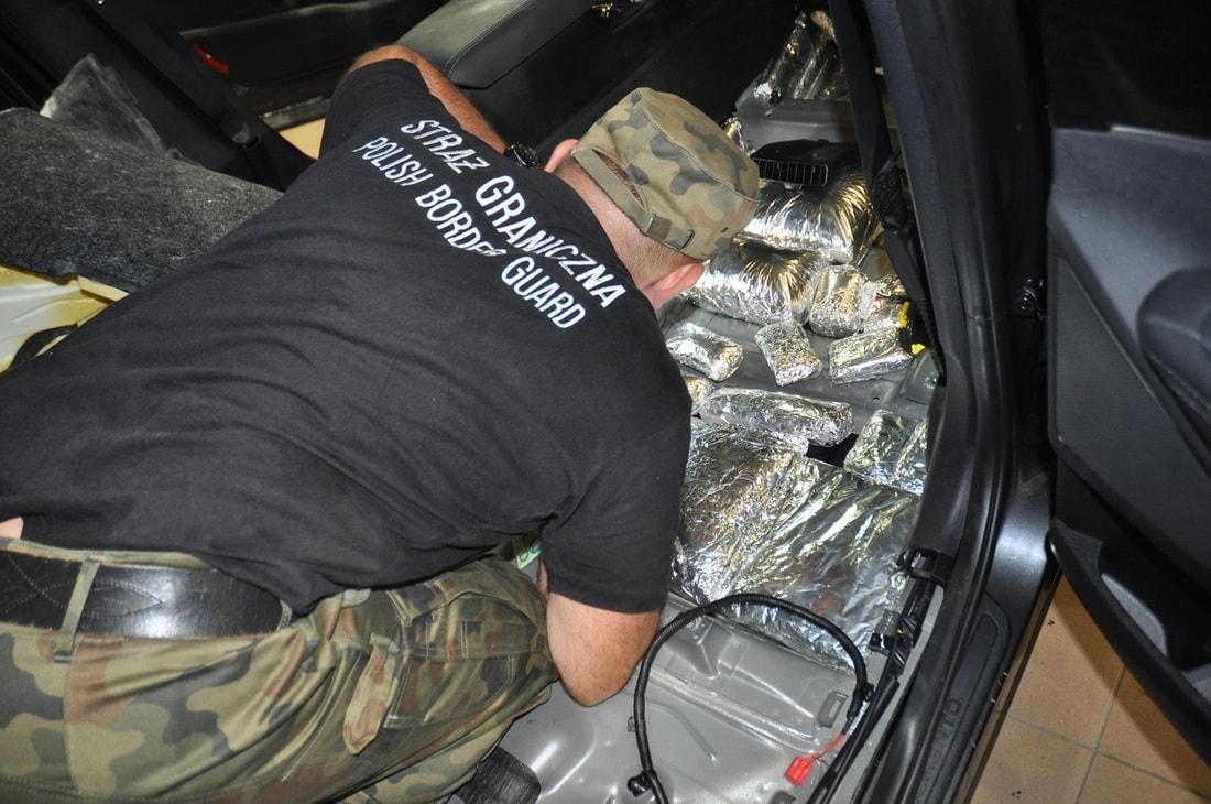 Через границу пытались провезти 86 килограммов гашиша на 1 миллион евро. Не вышло