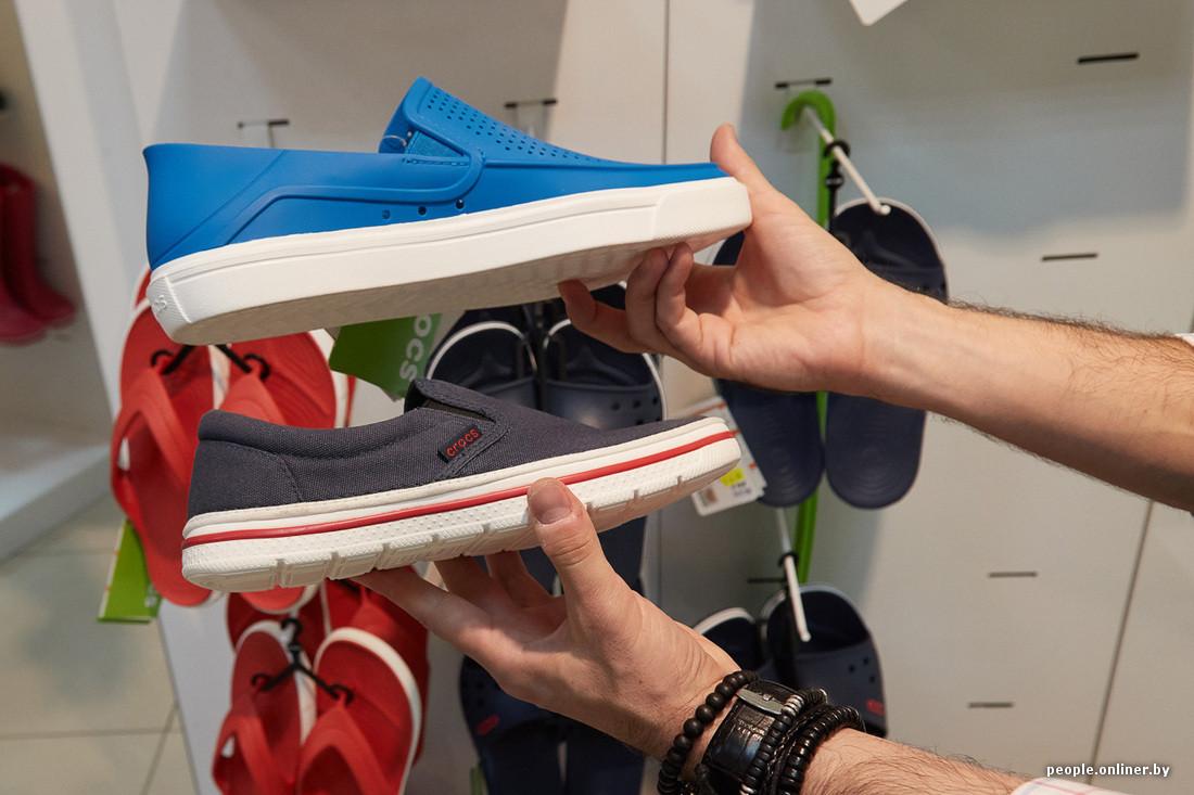 1bcae7132 Слипоны появились в 1979 году под брендом Vans — матерчатая (а сегодня — из  совершенно разных материалов) обувь на плоской резиновой подошве.