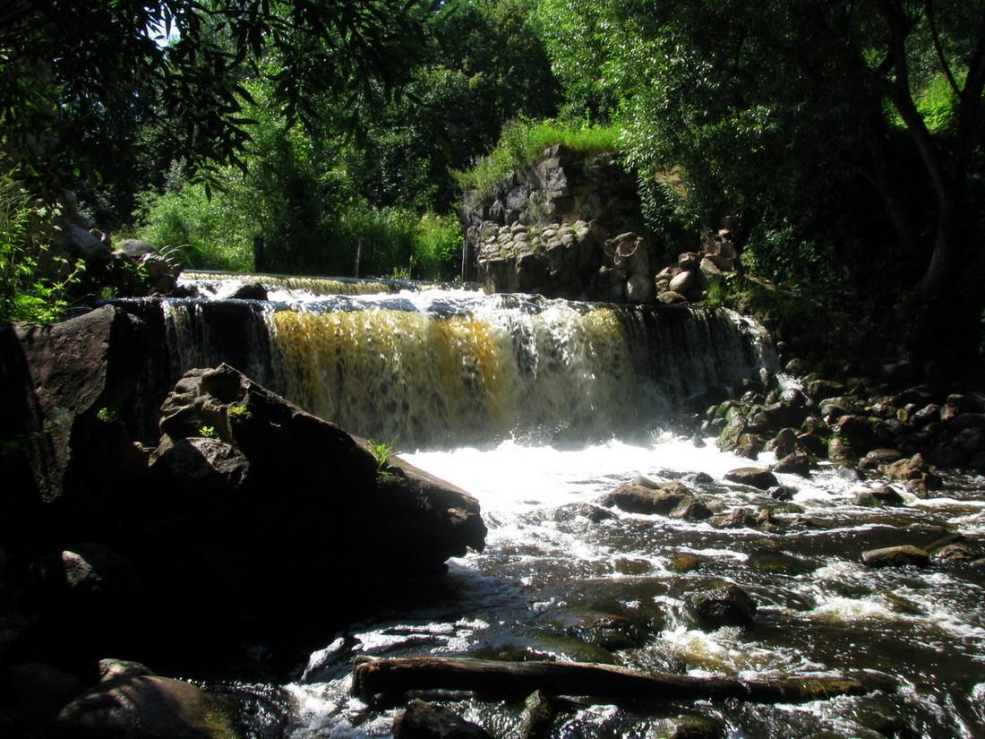 Chute d'eau à la rivière Viata bélarus
