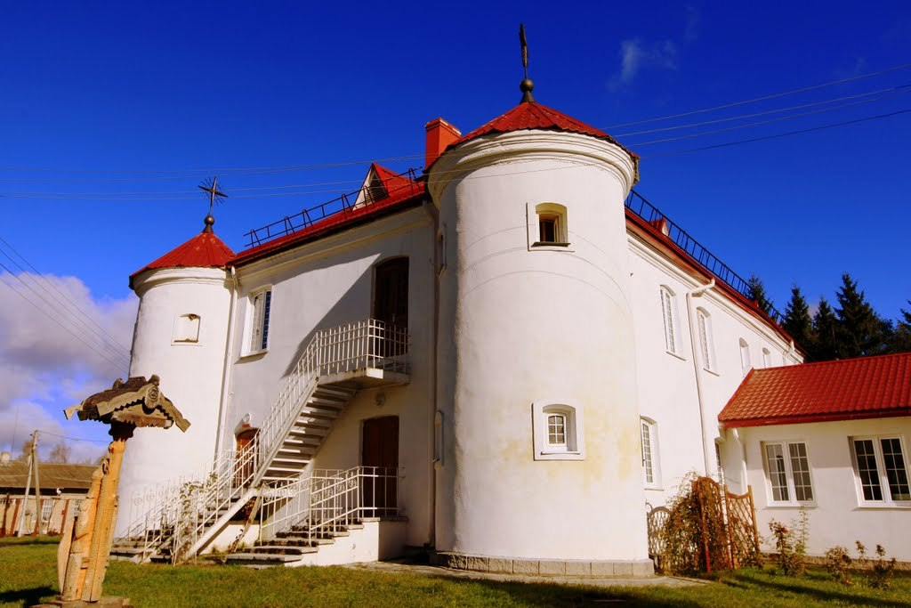 Curiosités biélorusses: Maison-forteresse début XVII siècle qui sert d'hôpital psychiatrique pour des criminels