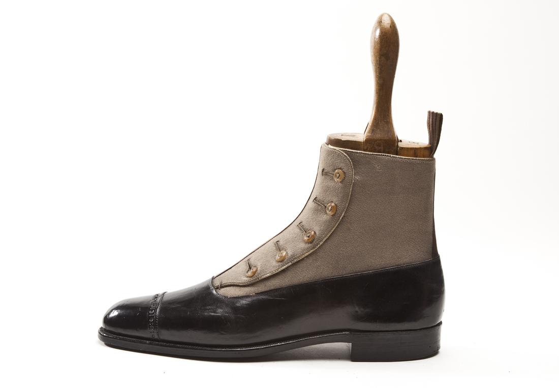 4686de9a040 В классике это самый строгий и официальный стиль обуви. Его отличие —  закрытая шнуровка. Дальше вы сравните ее с дерби и поймете смысл.