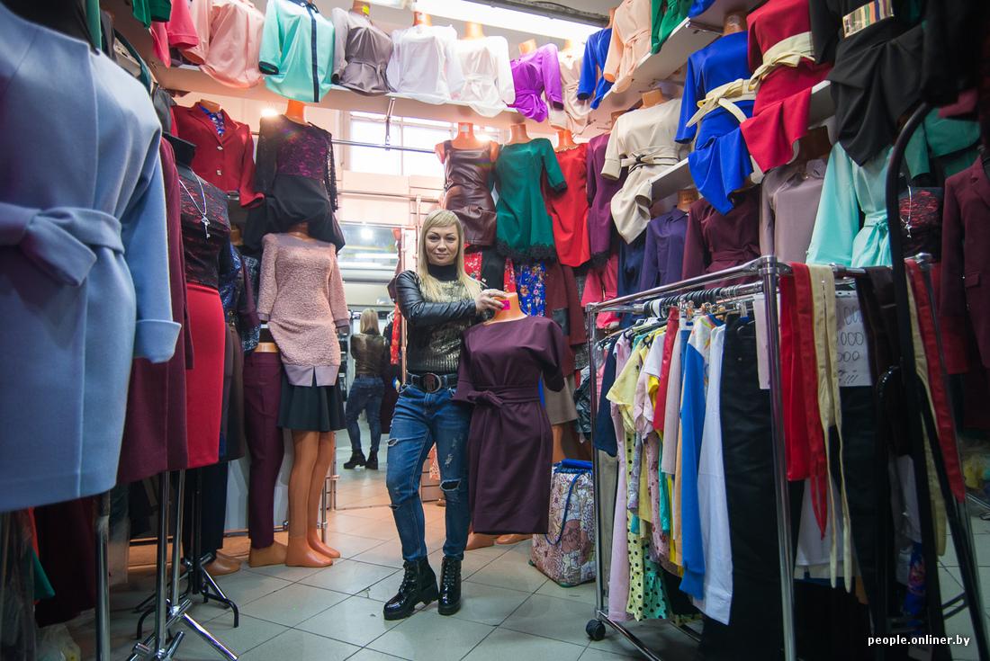 Девушка на рынку меряет трусики фото 696-986