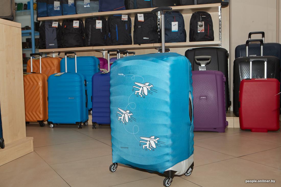 8e2c20a2e9c5 Чемодан легче пачкается или повреждается, но для этого необязательно  перематывать его пленкой в аэропорту — можно купить многоразовый чехол.