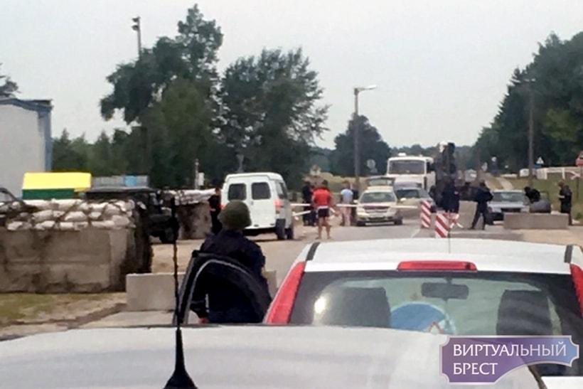 Водители переживают: на выезде из Березы появился блокпост с БТР. Что происходит?