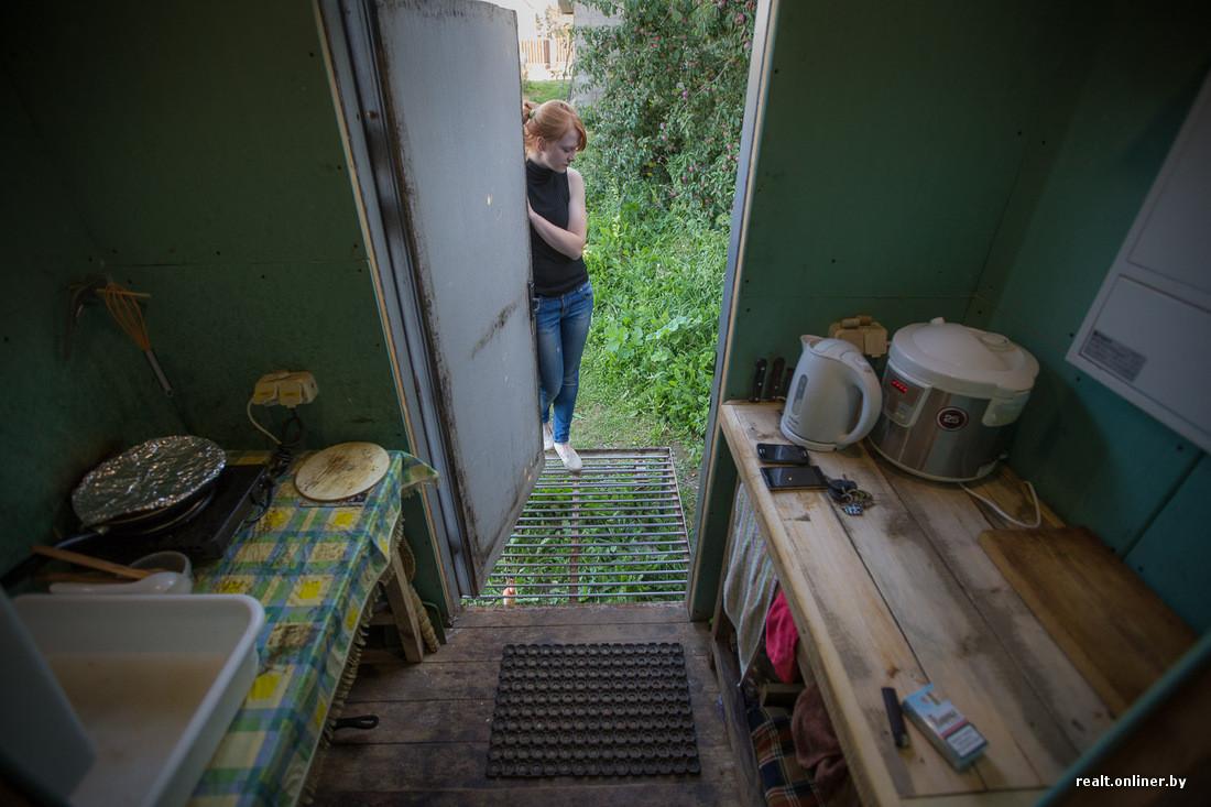 Пацан сдирал одежду с женщины при гостях дома фото 676-62