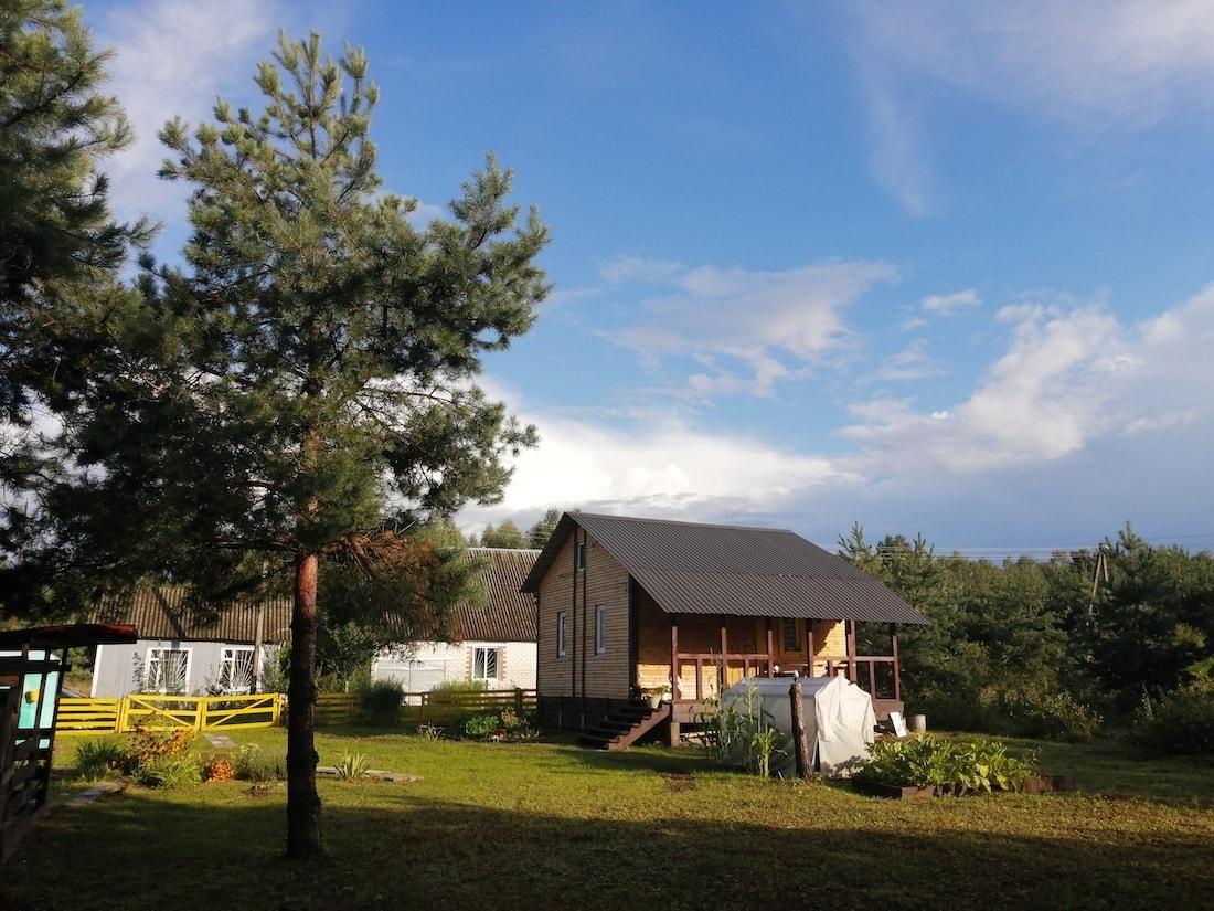 Дачный сезон. Семья построила уютный дом всего за $4200 по курсу