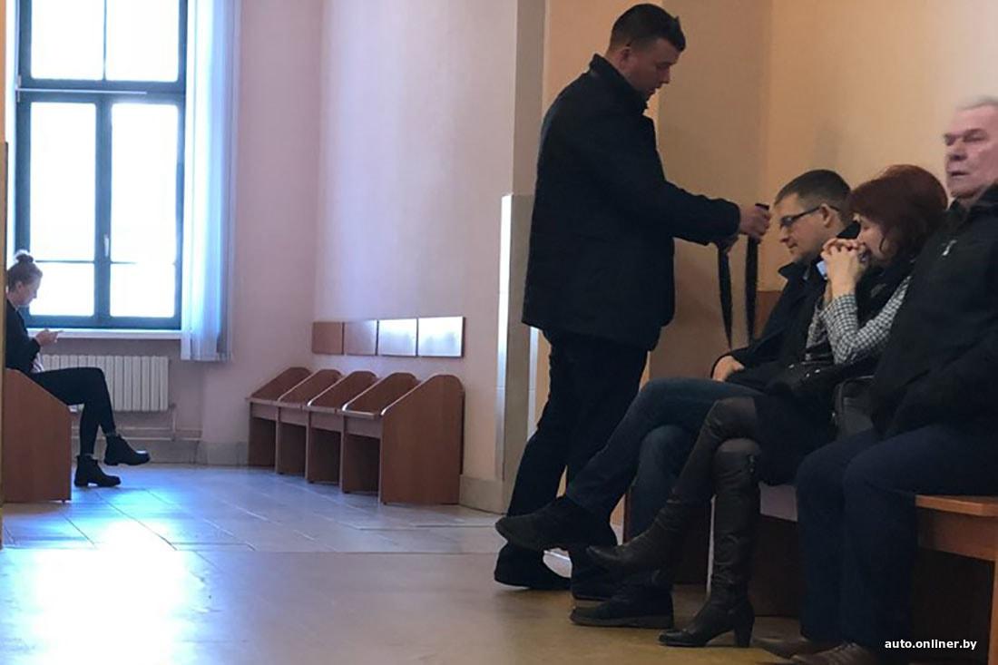ledi-lopnula-odezhda-vidno-pizdu-video-sluchai-muzhu-huy-yaytsa
