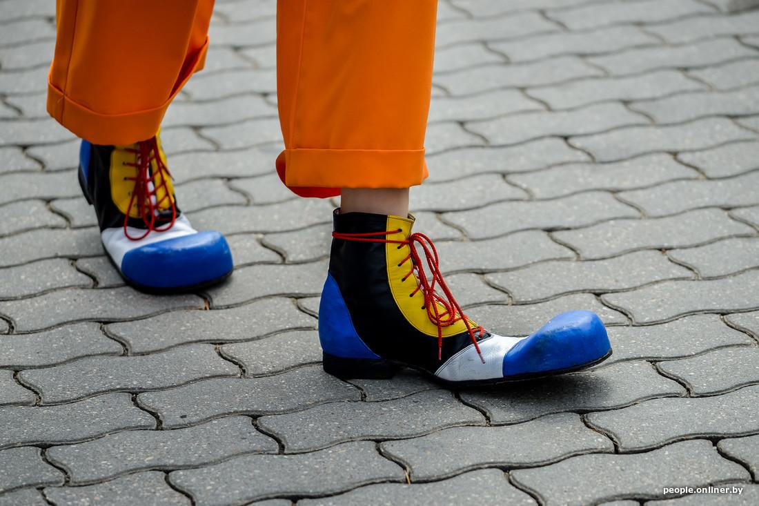 Chaussure de clown auFestival international des théâtres de la rue à Minsk Bélarus