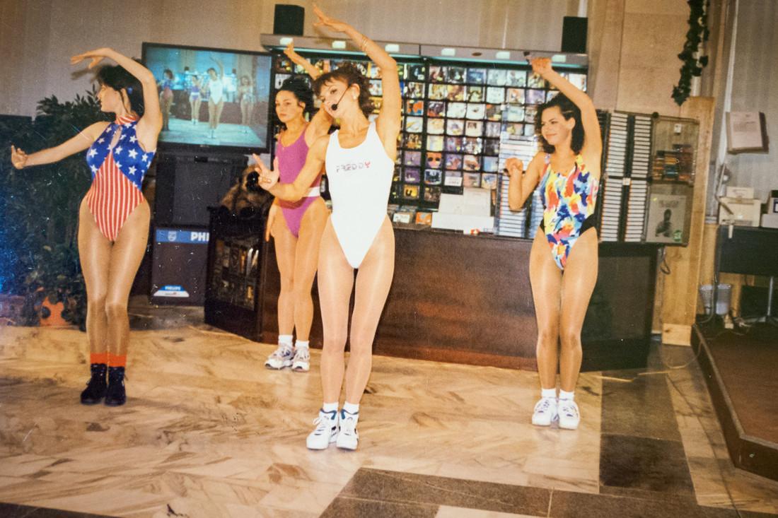 ritmicheskaya-gimnastika-seks-video-na-noch-pyanie-golie-smotret