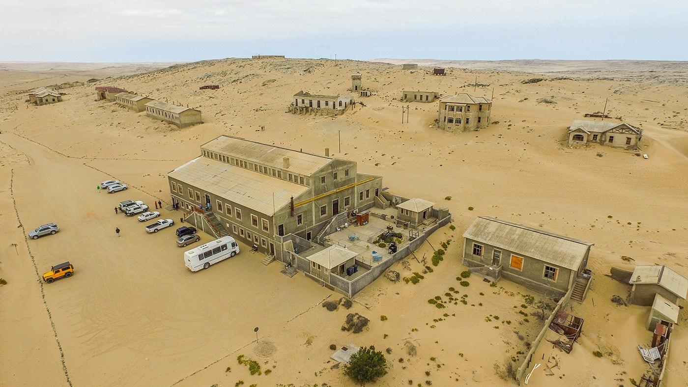 Немецкий город-призрак в африканской пустыне: как алмазный рай оказался занесен песком (31 фото)